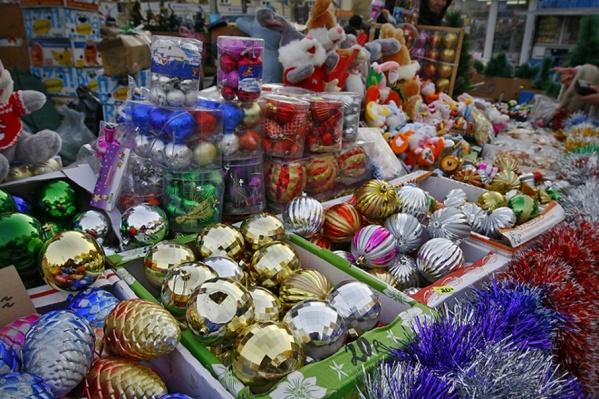 Курганцев просят рассказать, где продают некачественные новогодние товары