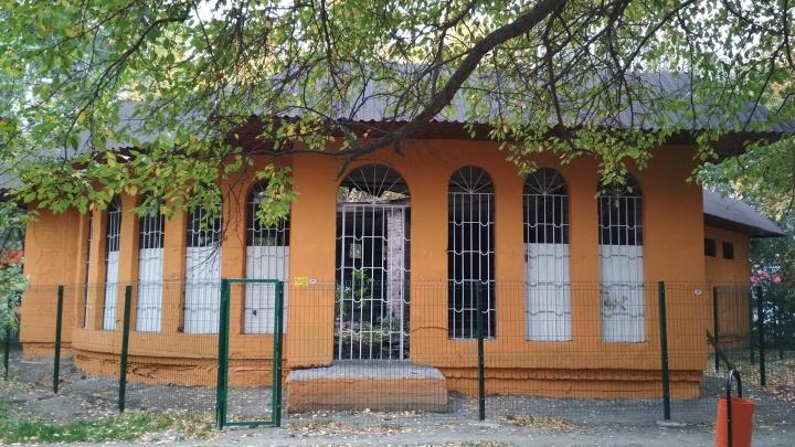 «Покрасили, чтобы к ШОСу вид не портил»: в Челябинске вместо офиса построят кафе