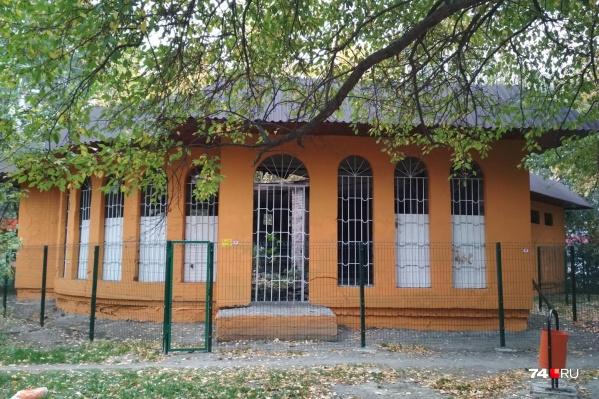 Недостроенное здание пустует последние 15 лет