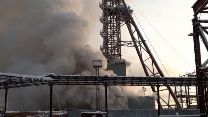 В горящей шахте Соликамска заперты двое жителей Уфы: спасатели не могут к ним пробиться