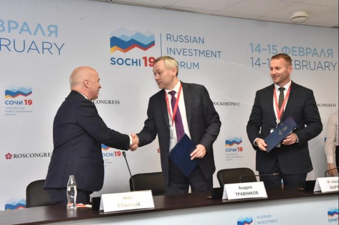 Губернатор Андрей Травников и президент PepsiCo в России Нил Старрок договорились в ближайшие годы запустить в городе производство чипсов