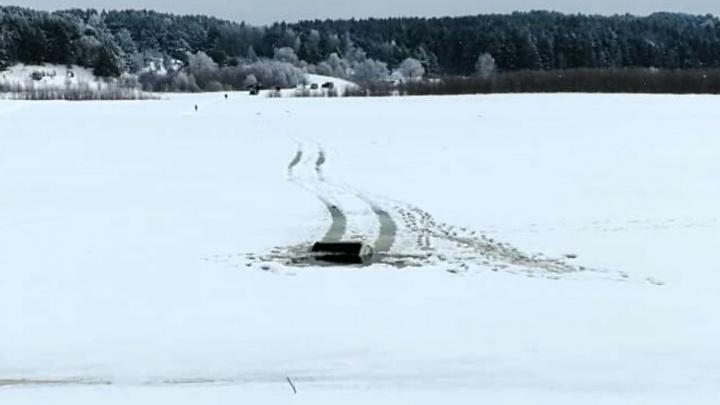 В МЧС рассказали подробности инцидента с утонувшим УАЗом