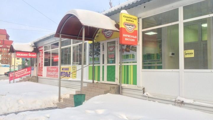 В Тюмени бизнесмен разозлился на «жадных банкиров» и ввел наценку при покупках через безнал