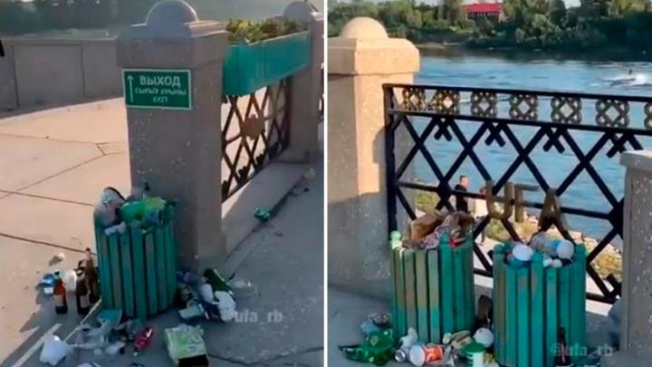 Переполненные урны и разбитые бутылки: жители Уфы сняли на видео замусоренную набережную