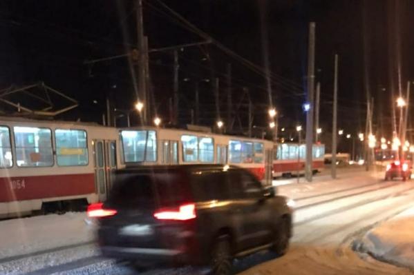 Трамвай ехал в сторону 15-го микрорайона