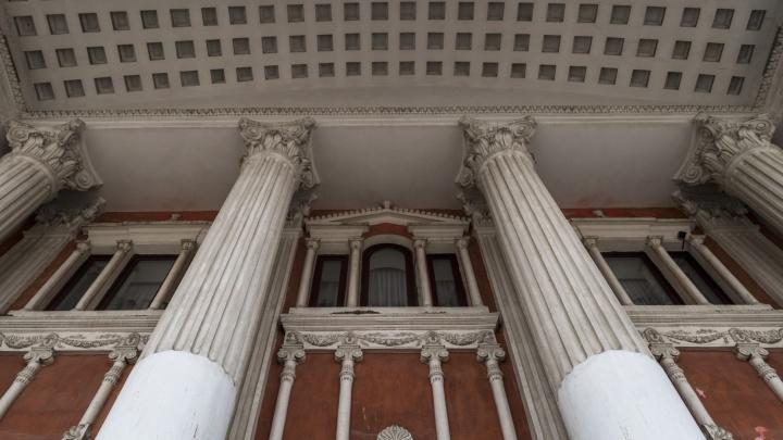 «Нормальная практика»: худрук волгоградского НЭТа заплатил сам себе за постановку нового спектакля