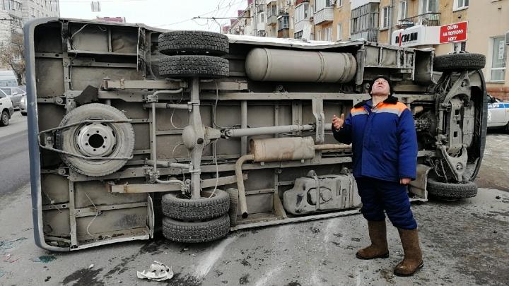 «Газель» легла на бок после двойного столкновения: ГИБДД прокомментировала аварию на Маркса