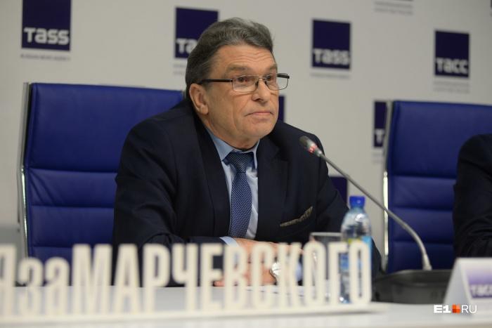 Последнюю неделю Анатолий Марчевский обещал ответить на вопросы журналистов, но вместо этого ограничился заявлением