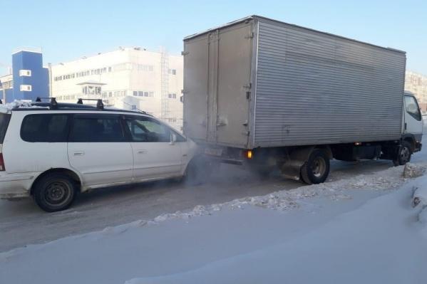 Авария случилась на безымянной дороге между Лазурной и Гусинобродским шоссе