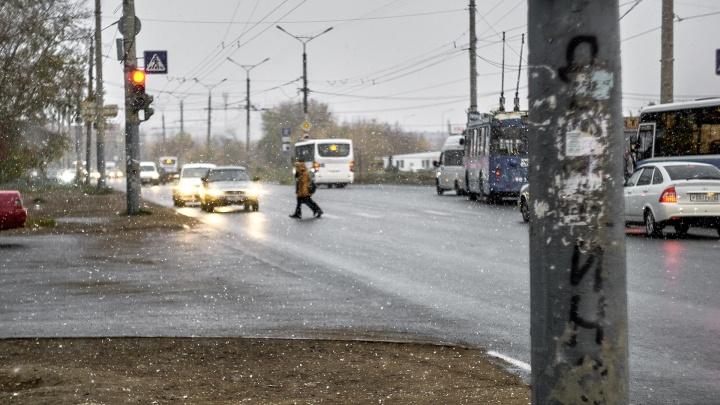 Омских водителей предупредили об опасной ситуации на дорогах в выходные