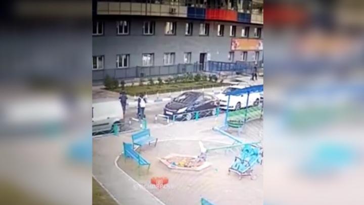 Видео с камер наблюдения опровергло обвинения матери в попытке похищения ребенка в «Белых росах»