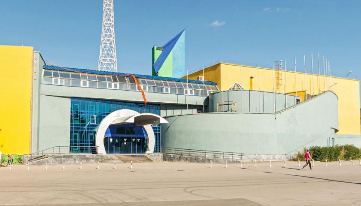 Сейчас бывшее здание выставочного центра пустует
