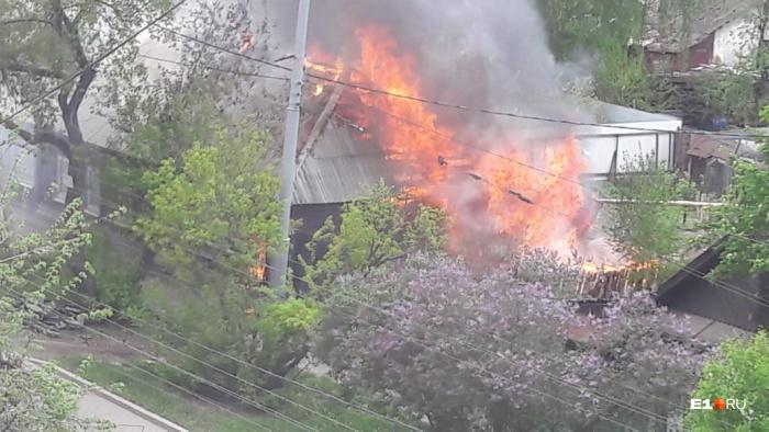 Площадь пожара составила 150 кв. м