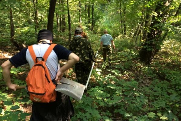До лагеря у деревни Вотикеево – около 30 километров. От палаток до места разведки – еще с полкилометра по лесу