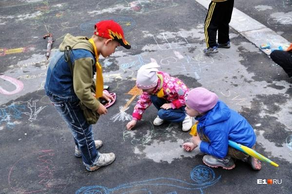 Ирина Казакова говорит, что старшие дети имеют право на свою детскую жизнь и свои детские дела