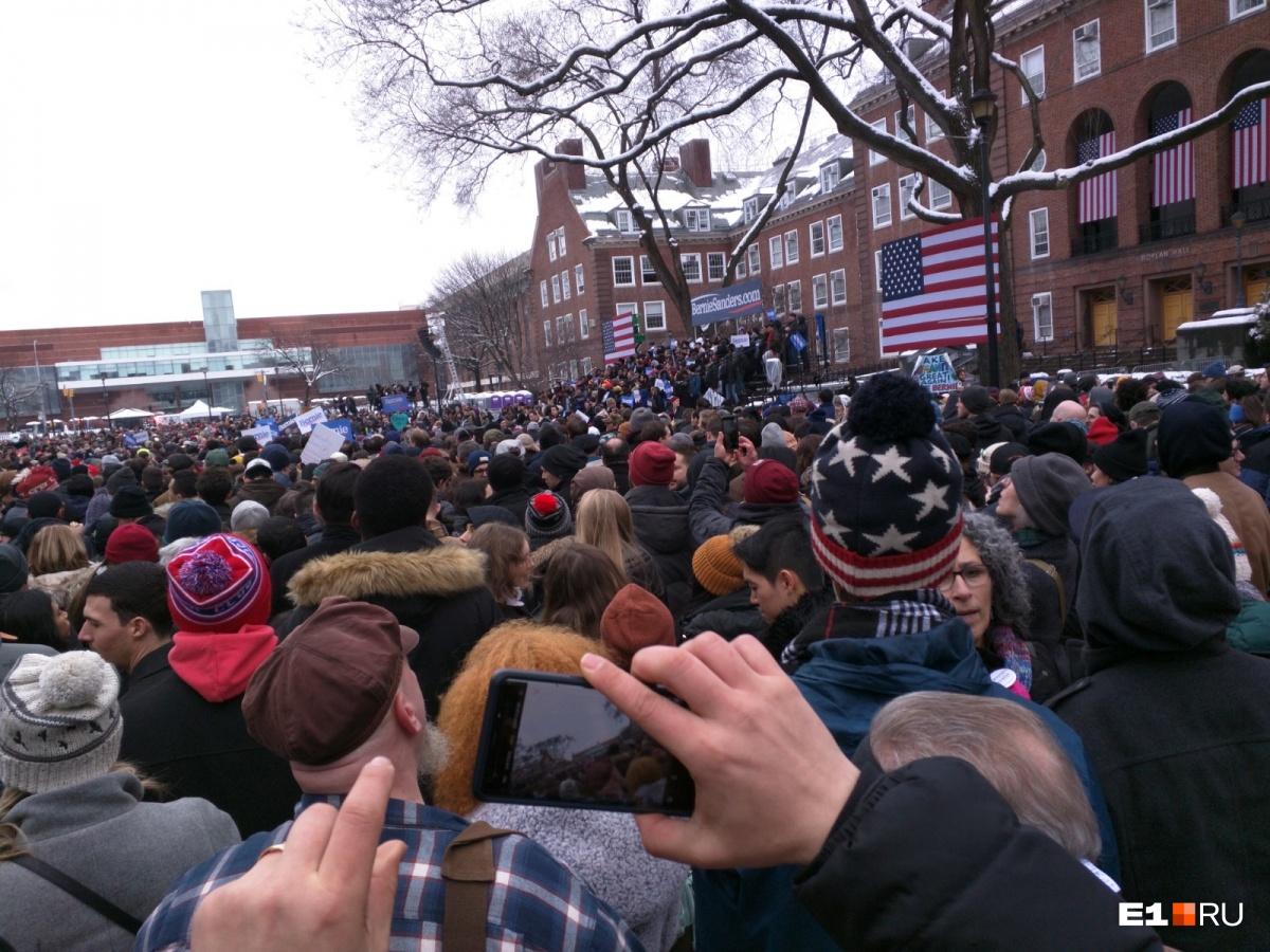 Митинг сенатора-демократа от Вермонта Берни Сандерса (главный и единственный соперник Хиллари Клинтон перед праймериз на президентских выборах 2016 года)