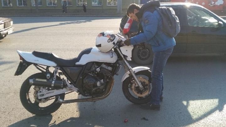 Мгновенная карма: появилось видео первого ДТП с мотоциклистом в сезоне