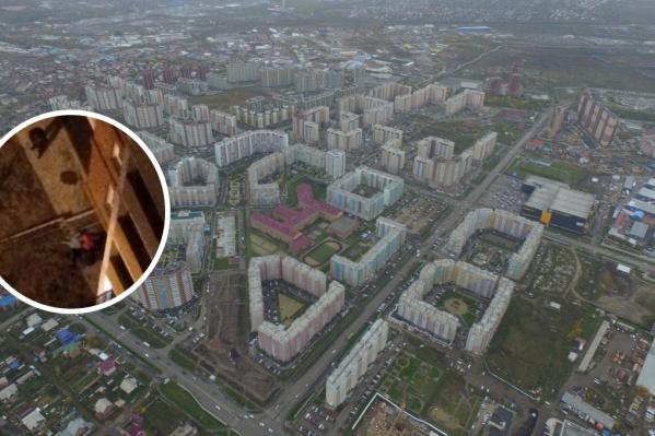 Девочку нашли у многоэтажки, в которой она не проживала