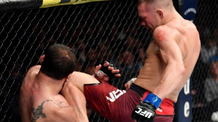 Омский боец одолел американца на турнире UFC