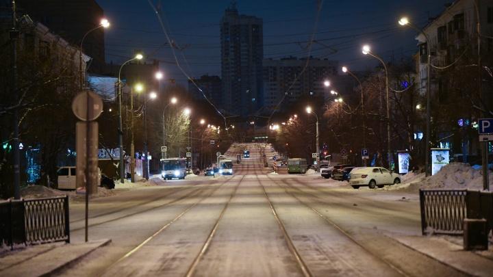 Таким Екатеринбург бывает только первого января: фоторепортаж с улиц пустынного мегаполиса