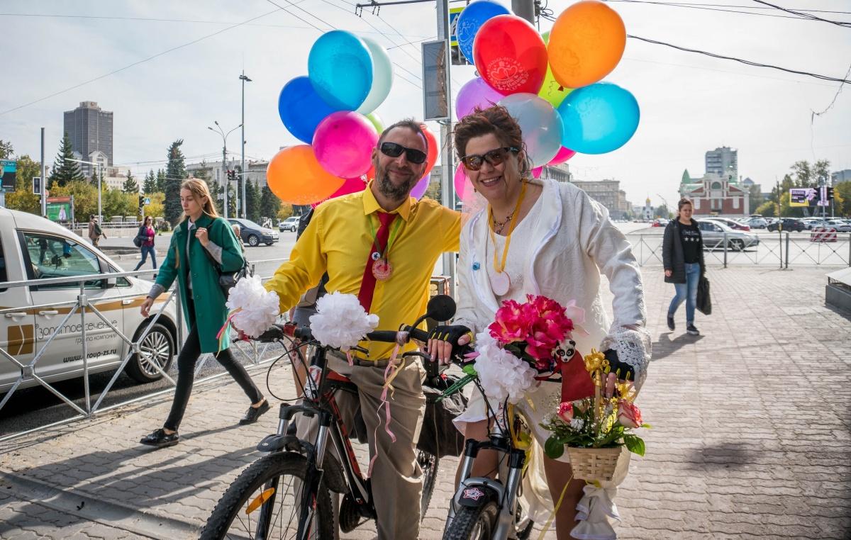 Алексей и Наталья Моисеевы поженились сегодня — свадьбу решили отметить велопробегом