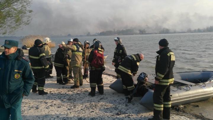 На острове в природном парке «Донской» рядом с Ростовом загорелась трава