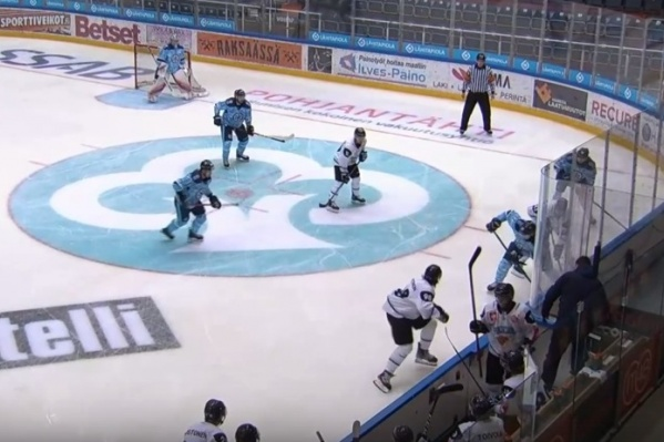 Игра закончилась со счётом 3:2 в пользу «Сибири» — все три гола в ворота соперников забили легионеры новосибирского клуба<br>