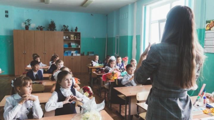 По статистике, зарплата омских учителей увеличилась на 1200 рублей в месяц
