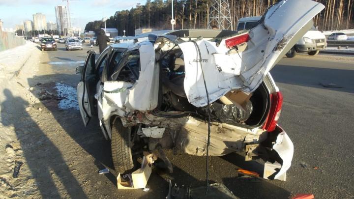 Бензин кончился: на Московской случилась авария из-за заглохшей посреди улицы машины