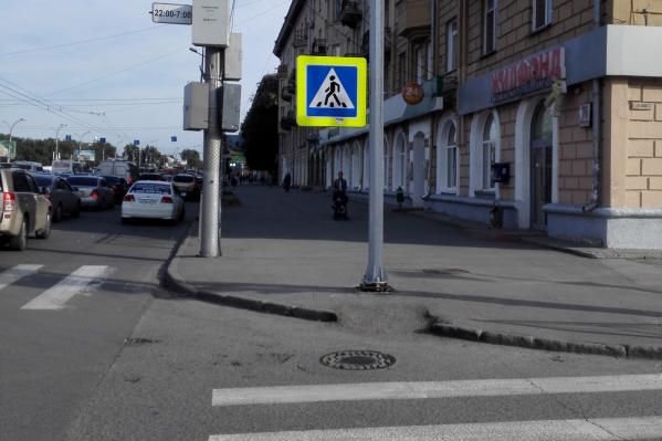 Столб установили недавно на пересечении улиц Кирова и Сакко и Ванцетти