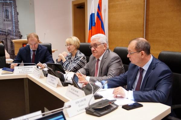 Совет думы сразу одобрил спонсирование трёх депутатов-бизнесменов