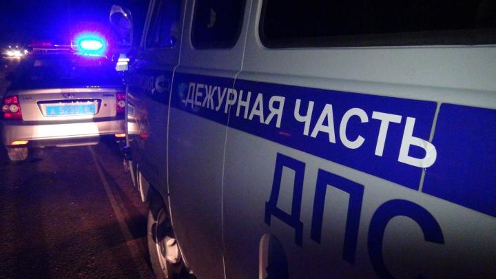На Урале женщина за рулем Matiz выехала на встречную полосу и врезалась в микроавтобус с детьми