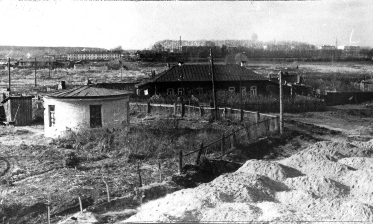 Вид на аэропорт (в западном направлении, к улице 8 Марта)