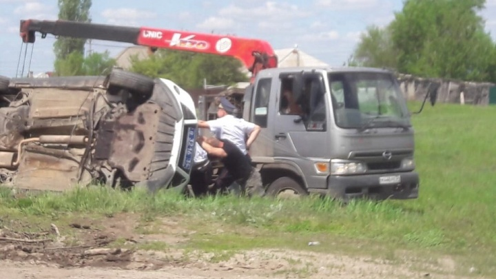 «Лишь бы живые»: экипаж ДПС перевернулся в Урюпинске