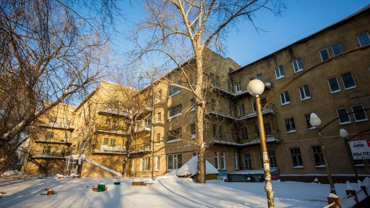 «До конца января снесут»: власти продали за 150 миллионов дом-коммуну в центре Новосибирска