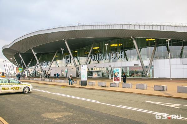 Один из стендов установили в здании аэропорта Курумоч