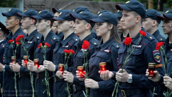 Свердловские полицейские и курсанты зажгли свечи на акции «Завтра была война»