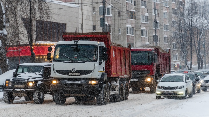 Из-за снегопада Пермь встала в 9-балльные пробки