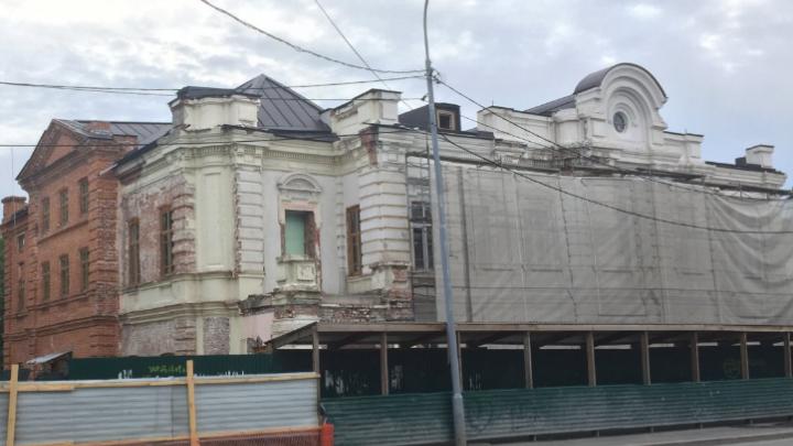 В Тюмени за 150 миллионов продают памятник архитектуры, в котором жил поэт и была травматология