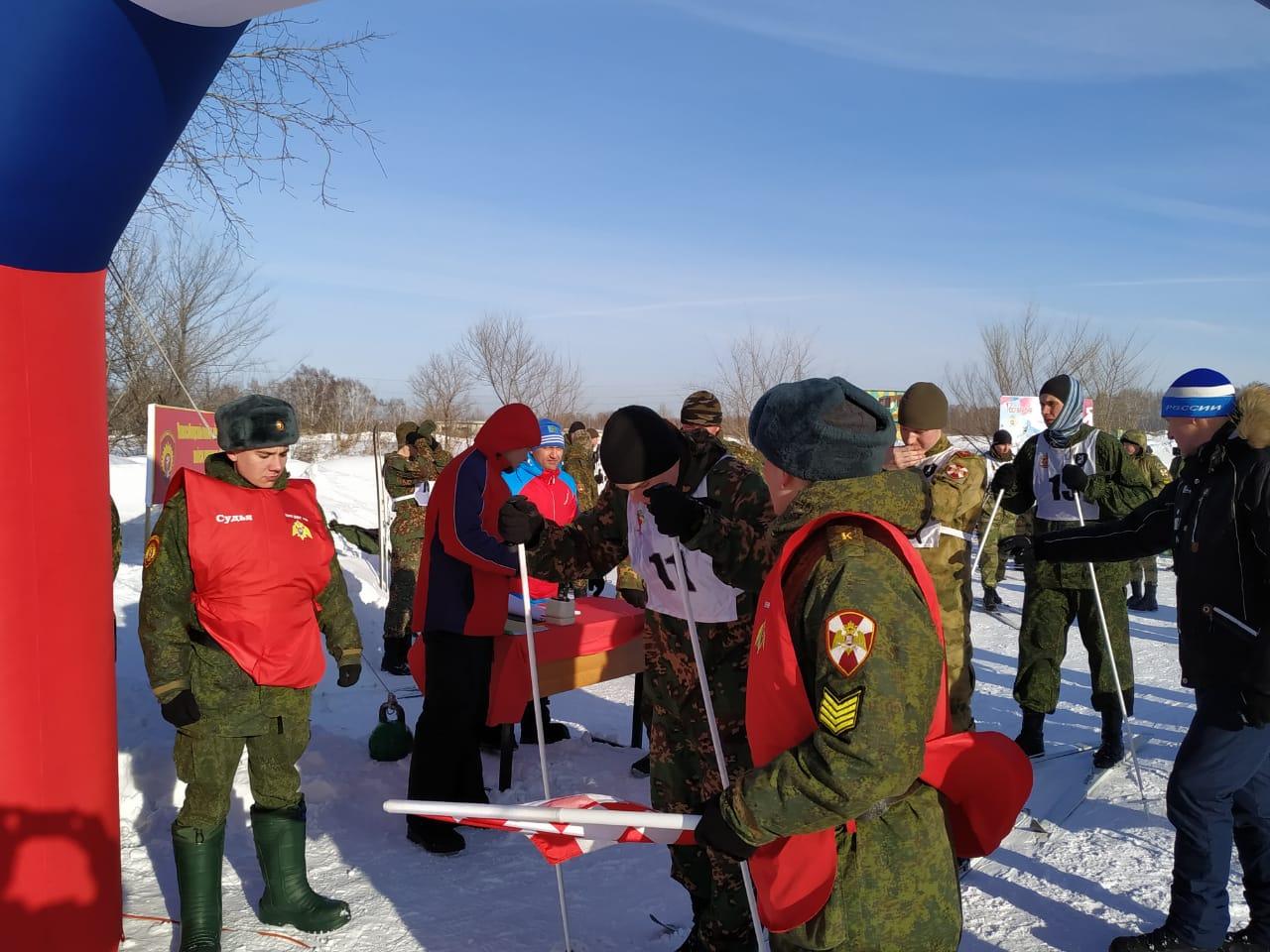 Участники соревнований пробежали пятикилометровую дистанцию свободным стилем