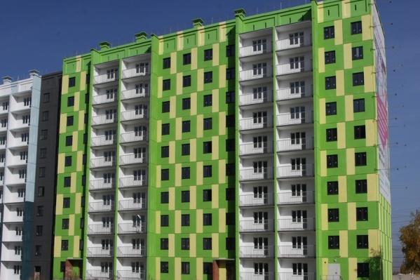 Строительство четырёх домов ЖК «Яркая жизнь» встало летом прошлого года