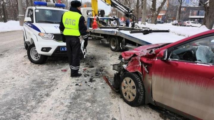 Дорожное видео недели: выясняем, почему все-таки полицейские виноваты в массовой аварии на Уралмаше