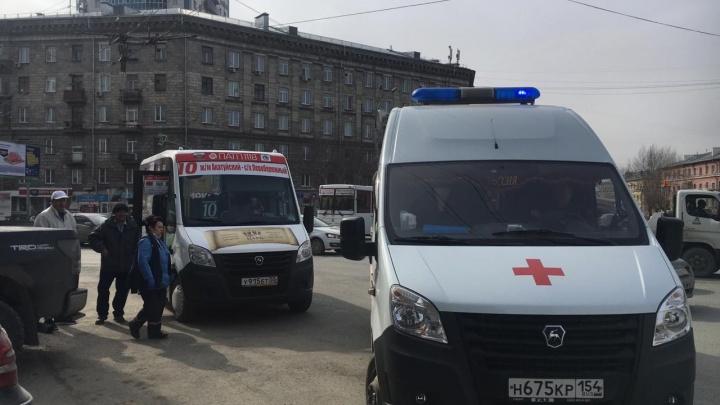Маршрутку закидали камнями на площади Станиславского: пострадал пассажир