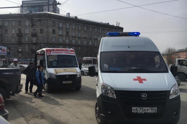 На площади Станиславского повторился вчерашний конфликт — маршрутке снова разбили стекло