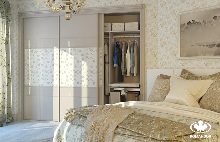 Спальня в классическом стиле со встроенным шкафом-купе
