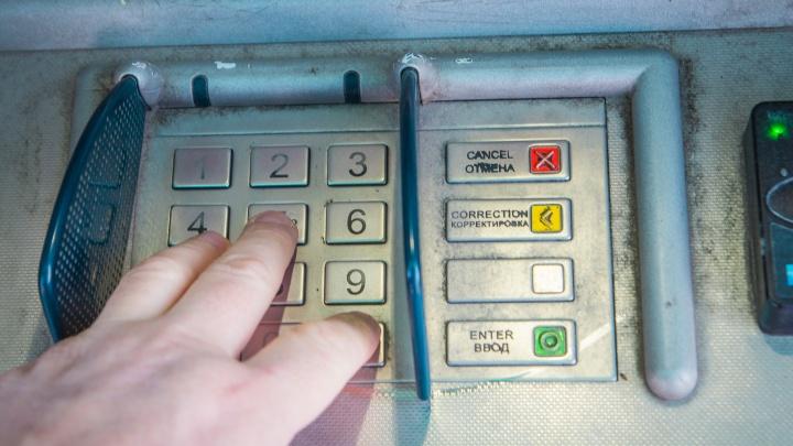 В Ростове вор-хакер подключился к банкомату и украл 1 миллион 200 тысяч рублей