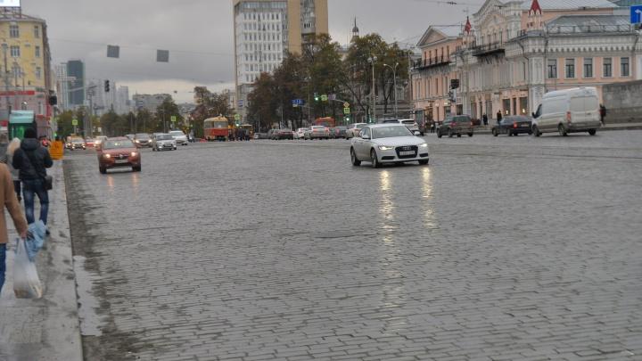 Автомобильное движение на площади 1905 года открыли в обе стороны