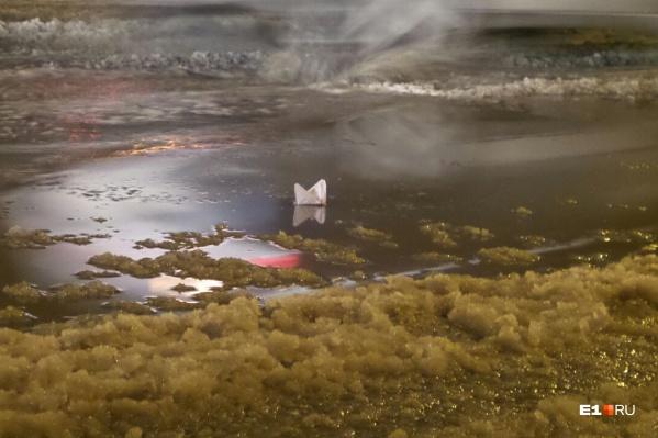 Коммунальный потоп оставил без воды сотни жителей Уралмаша