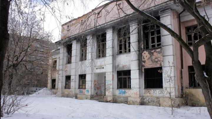 Полиция не нашла нарушений в строительстве жилого комплекса на месте Дома творчества в Пионерском