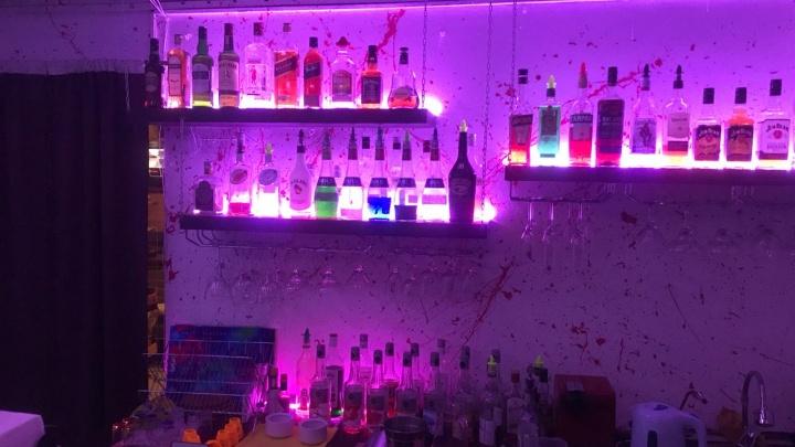 В Екатеринбурге полицейские накрыли кальянную, в которой торговали поддельным элитным алкоголем